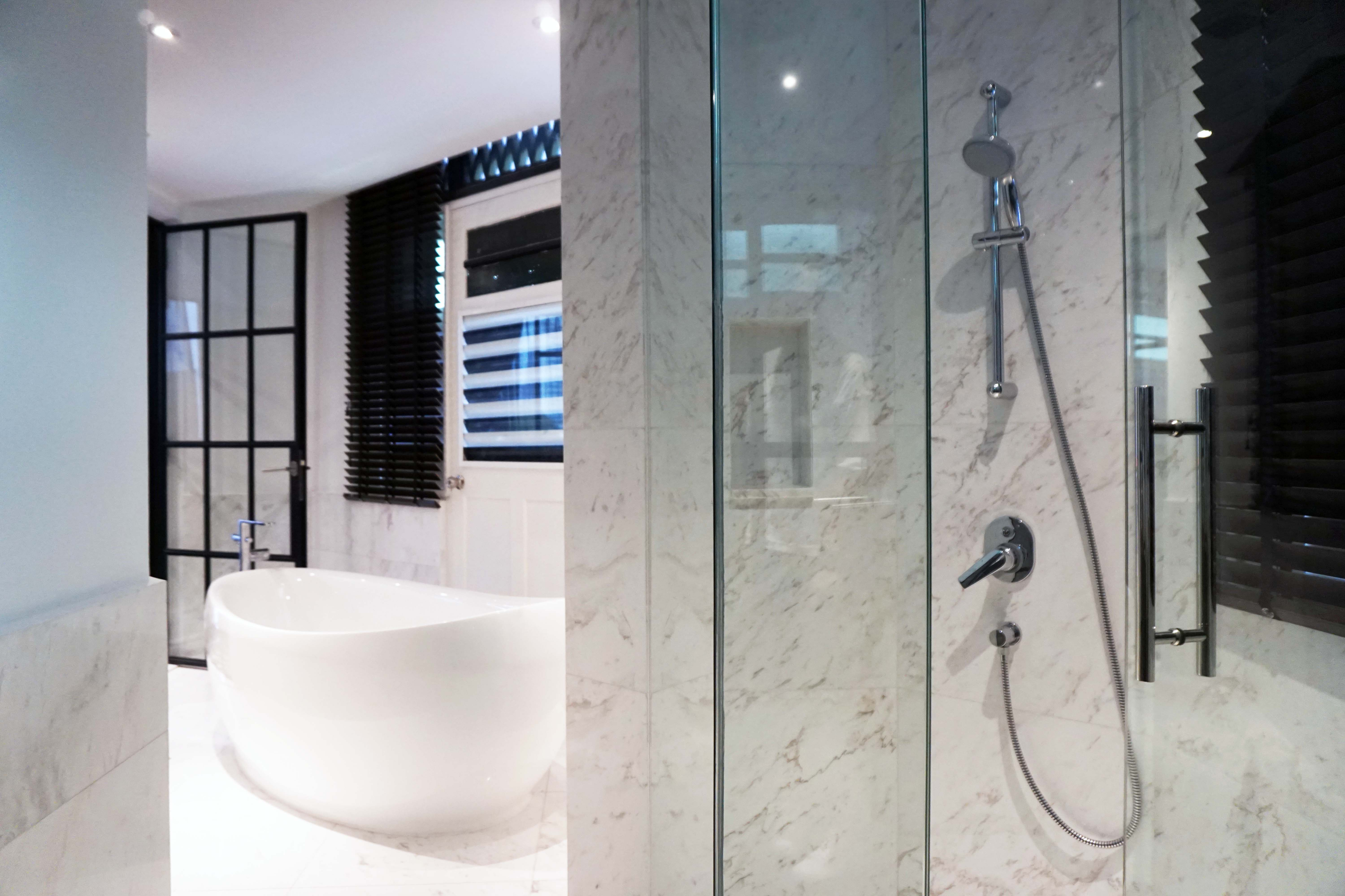Hotel Nuve Urbane Suite Shower And Tub Singapore
