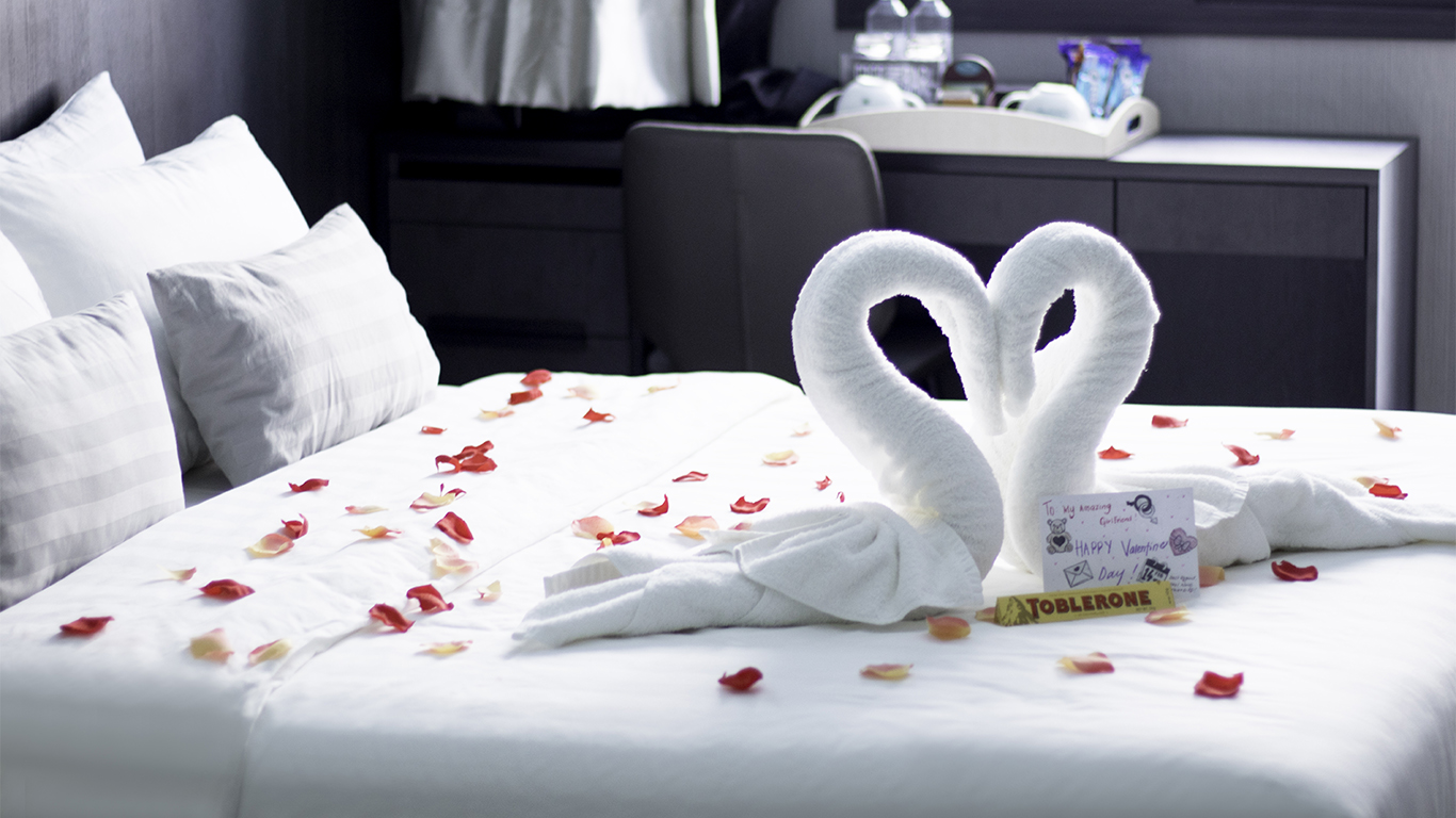 Romantic Honeymoon Hotel Room Package - Singapore Boutique ...